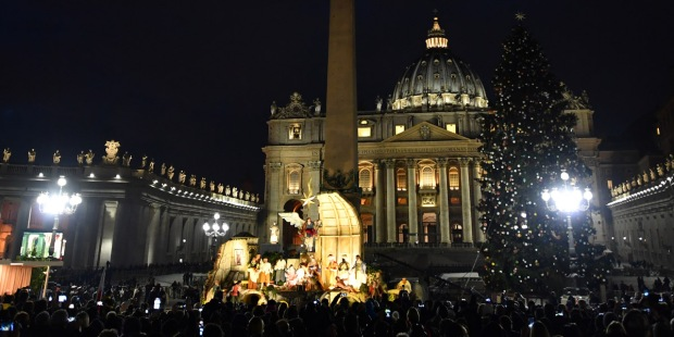 VATICAN CITY,ST PETERS SQUARE,CHRISTMAS