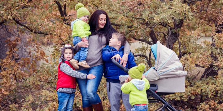 MOM,BIG,FAMILY,CHILDREN