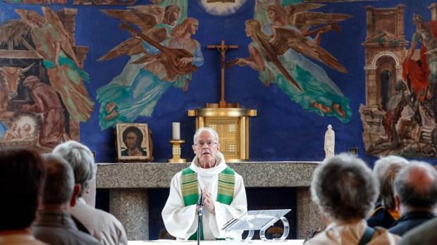 HOLY MASS,PRIEST