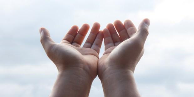 mains; charité, donner, don