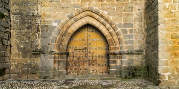 porte d'une église