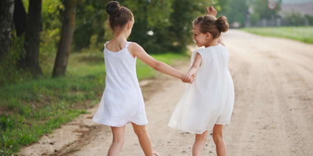 CHIDHOOD; FRIENDSHIP