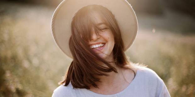 girl smile mountains