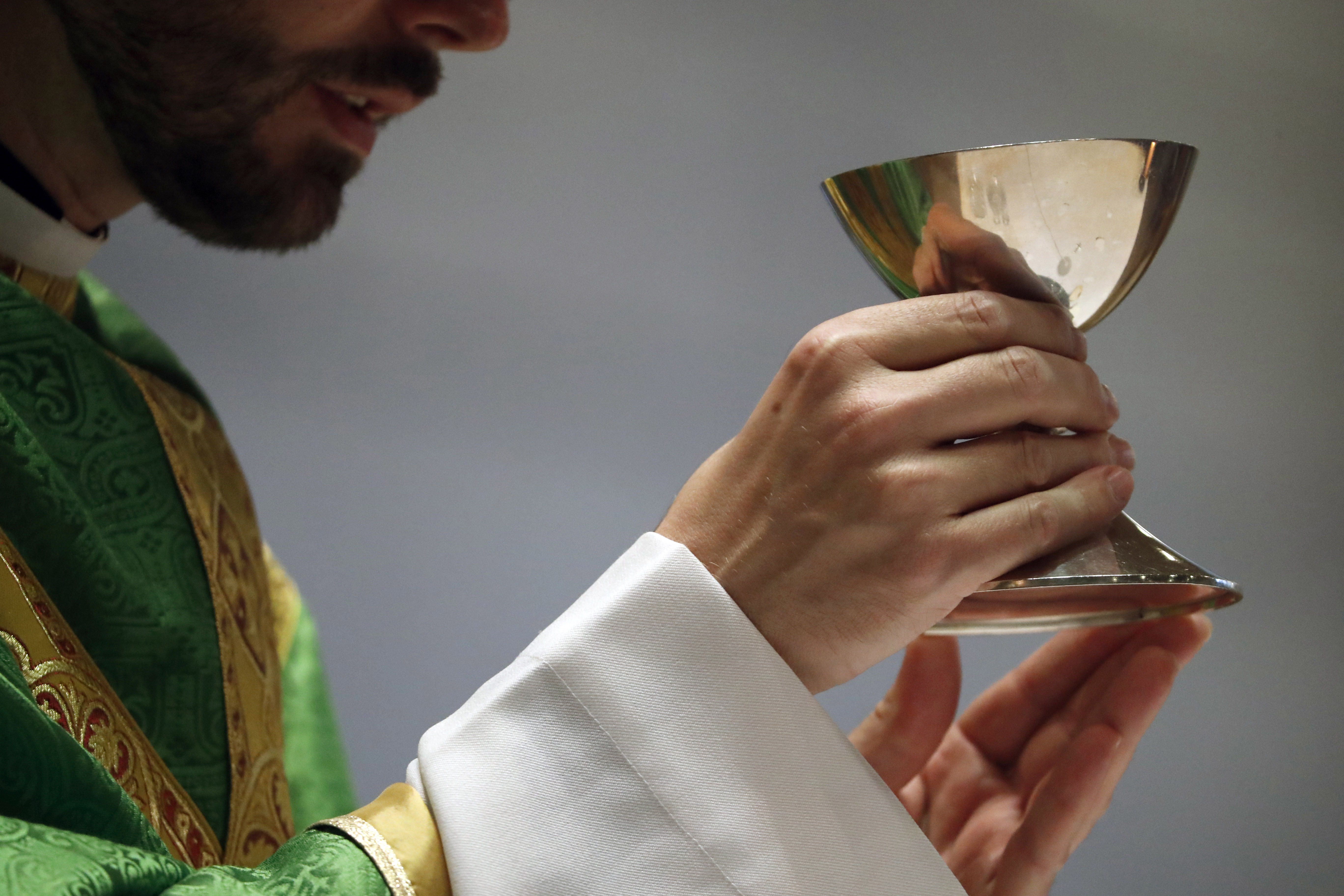 jeune prêtre