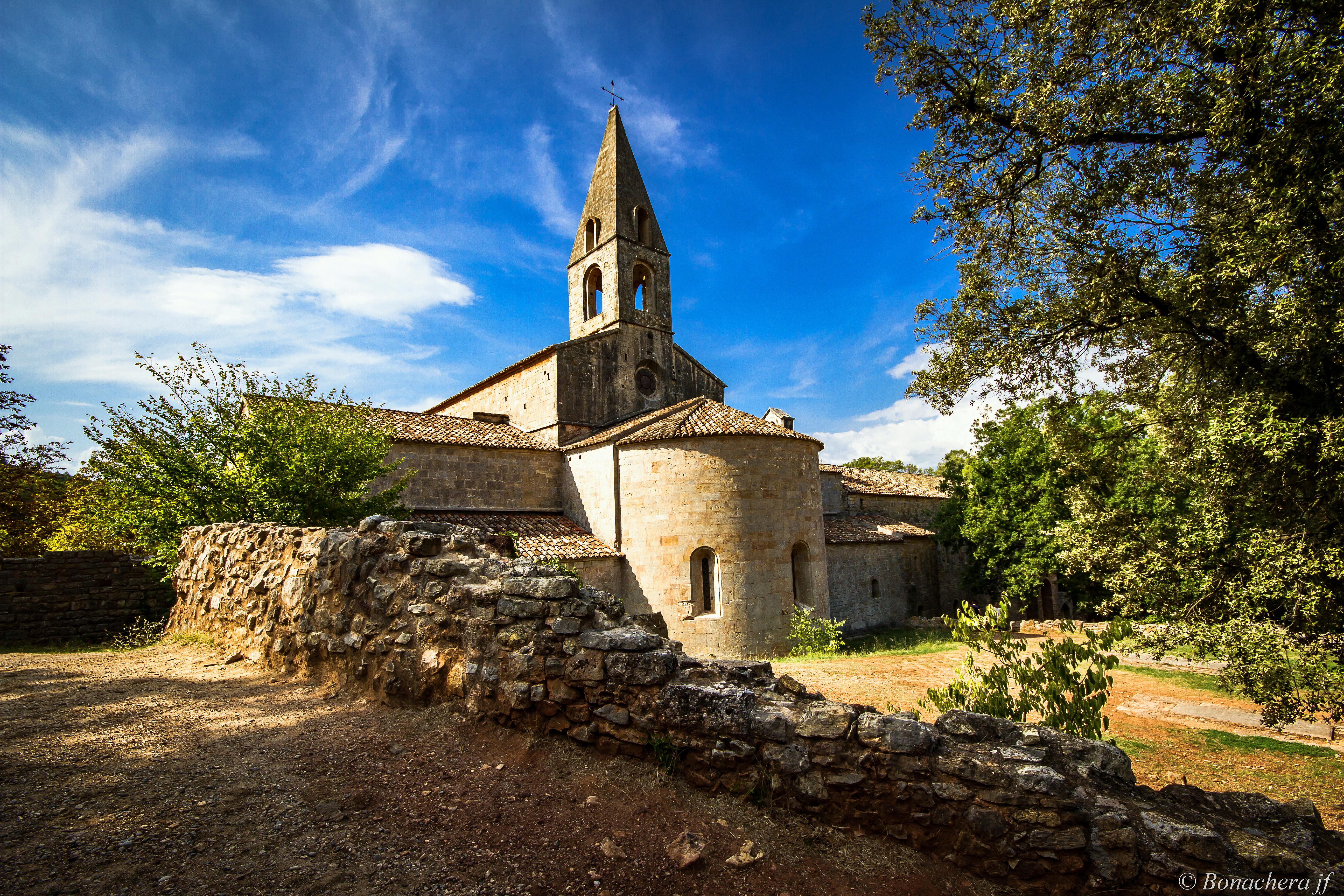 web2-abbaye-du-thoronet-abbaye.jpg