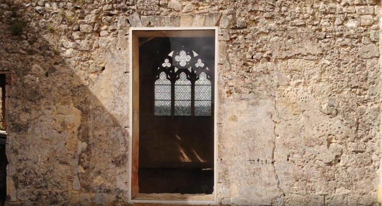 L'entrée de la chapelle castrale de Benauge