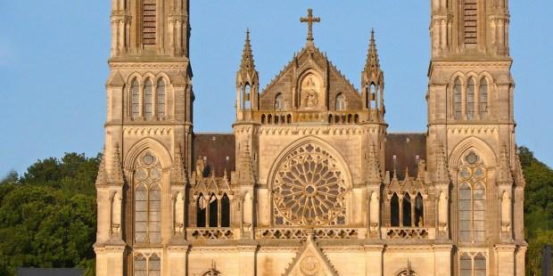 Religion , âme , Façade , Christianisme , Extérieur , Gothique , Chrétien , Basilique , Catholique , Catholicisme , Architecture