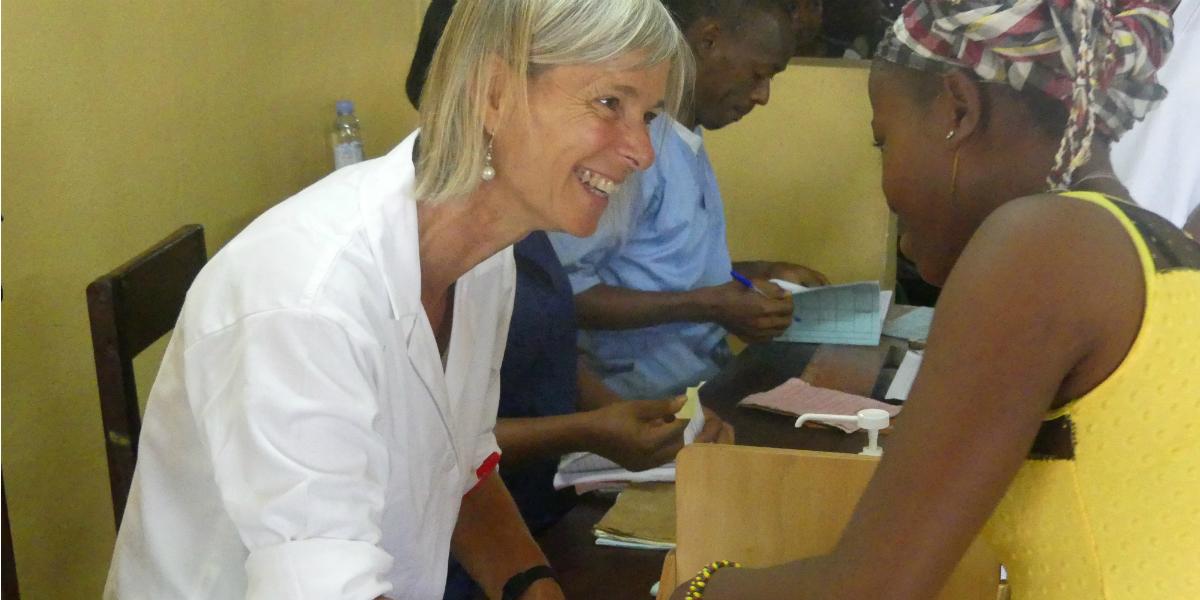 Une volontaire Fidesco en Guinée.