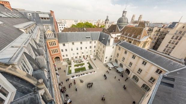 Cour d'honneur de l'Institut catholique de Paris