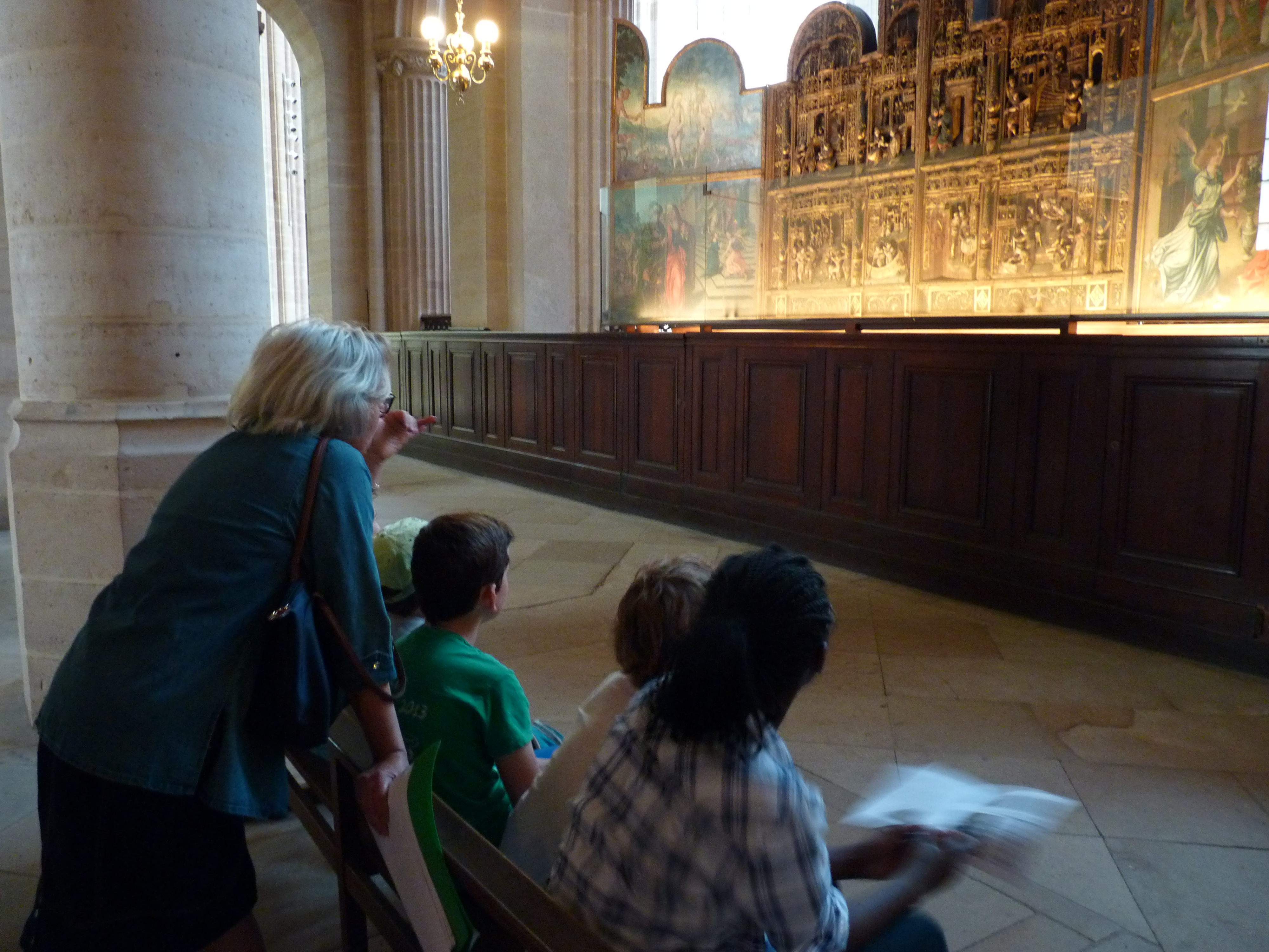 Visite dans l'église Saint-Germain-l'Auxerrois à Paris.