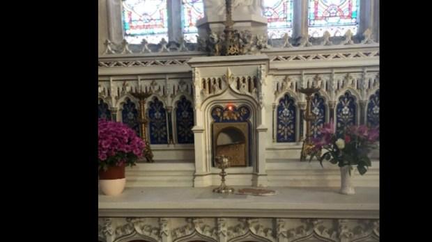 Le tabernacle de l'église Saint-Etienne de Tonnay-Charente a été forcé.