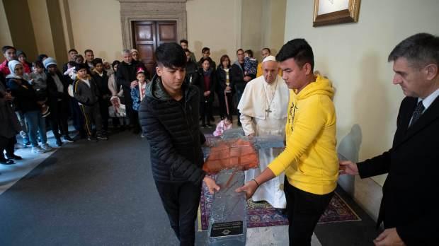 POPE MEET REFUGEES LESBOS