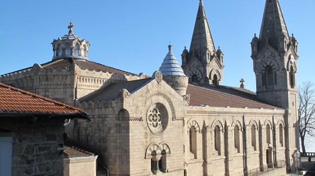 La basilique saint François-Régis de Lalouvesc est l'œuvre de Pierre Bossan, également architecte des basiliques d'Ars et Fourvière à Lyon.