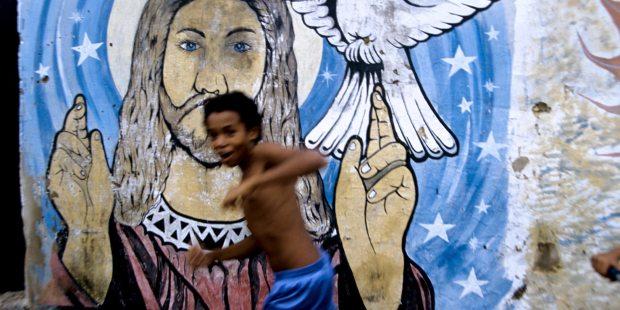 Un enfant de la favela de Pirambu