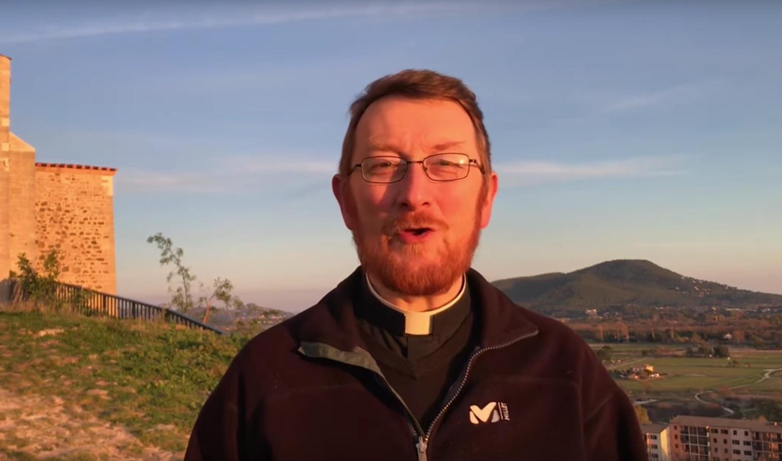 La vidéo du père Louis-Marie Guitton a été vue plus de 5.700 fois sur Youtube.