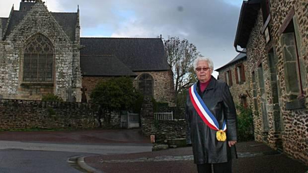 Soeur Annick Homo est à la fois religieuse et maire de la commune de Saint-Léry, dans le Morbihan.