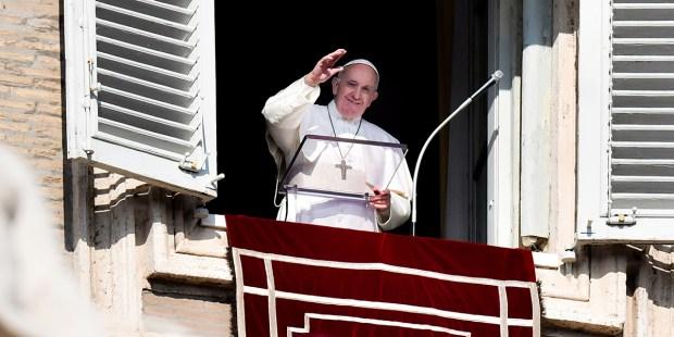 Le Pape François hospitalisé Web3-pope-francis-wave-smile-afp-000_1nx6yv