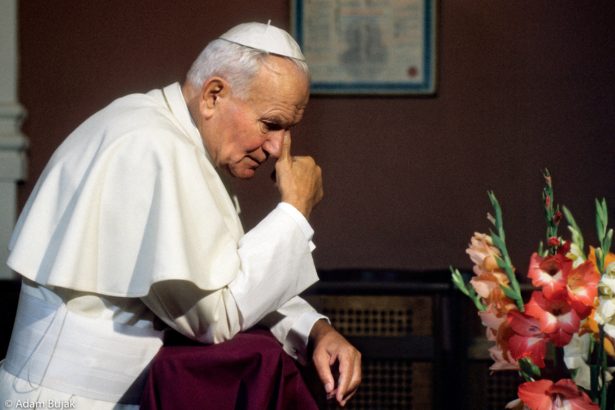JOHN PAUL II, PRAYING IN THE FRONT OF THE IMAGE OF VIRGIN MARY, WADOWICE, JUNE 7 1979.