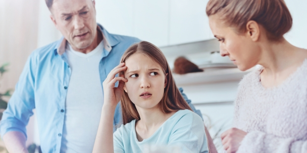TEENAGER DISCUSSING WITH PARENTS