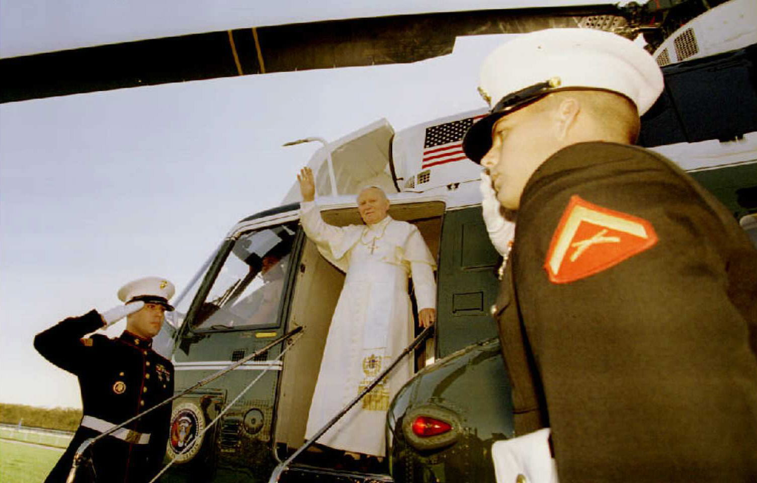 WEB2-JOHN PAUL II-MASS-NEW YORK-AFP-000_APW2002060455636.jpg