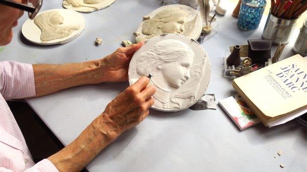 Creation-du-modele-de-medaille-Sainte-Jeanne-dArc.jpg