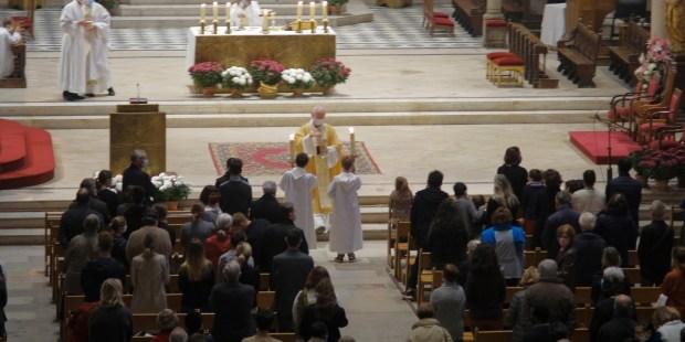 Messe de la Toussaint à la cathédrale Saint Pierre de Montpellier.