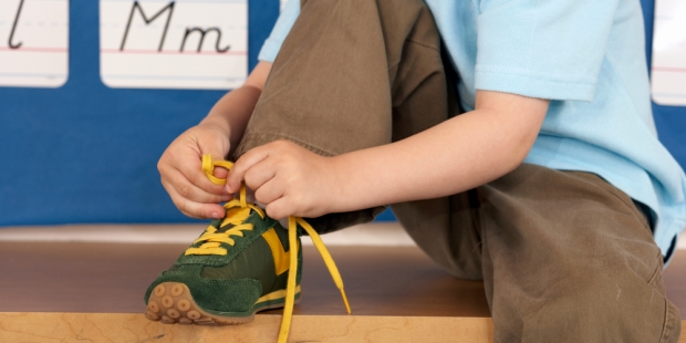 Child; laces; shoes; autonomy