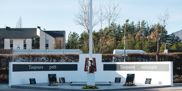 WEB2-Monument aux morts-4e RCh