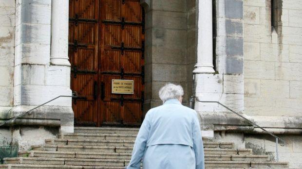 WEB2-CHURCH-ENTRANCE-GODONG-FR273821A.jpg