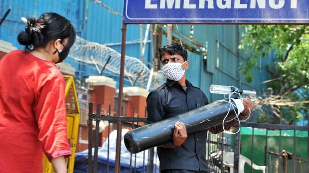 WEB2-INDIA-HOSPITAL-CORONAVIRUS-AFP-016_20210424-16.jpg