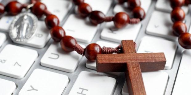 chapelet sur un clavier