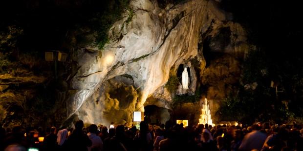 Lourdes de nuit