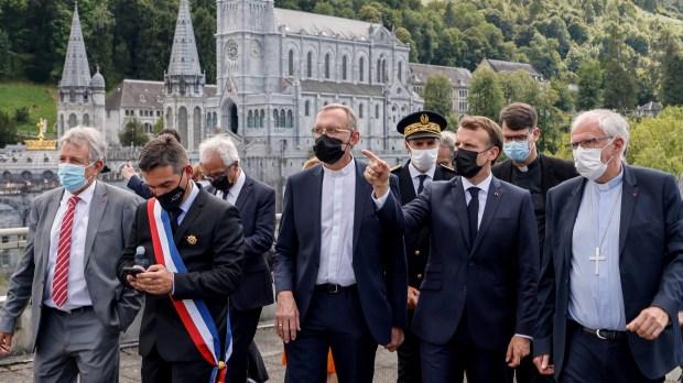 Emmanuel Macron accueilli à Lourdes