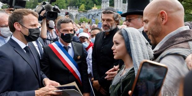 Le président français a visité le sanctuaire marial de Lourdes 000_9F77Y4