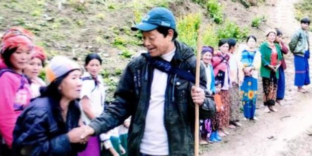 John NgwaZar Dee Birmanie