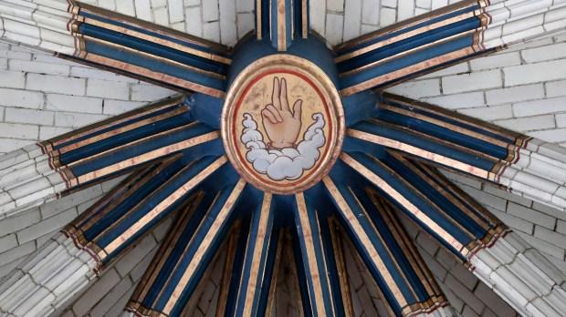 main de dieu cathédrale orléans