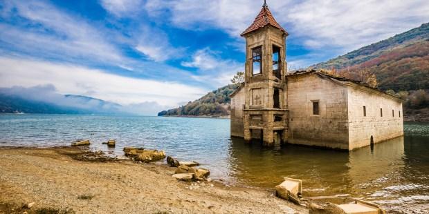 Diapo : un tour du monde des églises englouties