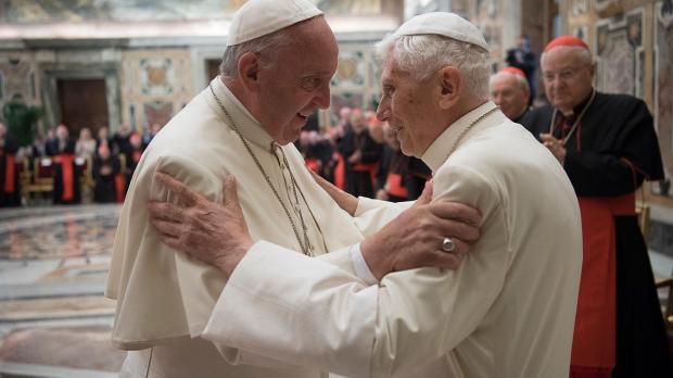 pape françois et benoit XVI